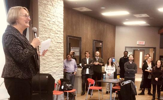La professeure Lorraine Gaudreau lors du lancement de la trousse au campus de Lévis.